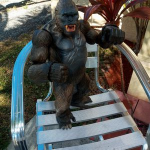 KING KONG FIGURE TOY COLLECTABLE for Sale in Lake Worth, FL