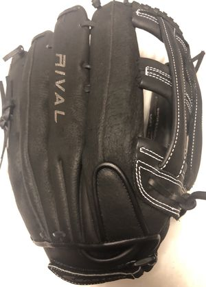 Easton Rival Softball Glove for Sale in Hacienda Heights, CA