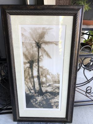"""Beautiful Picture hanger.Size 27,5"""" TX 15""""W.$12. for Sale in Laguna Hills, CA"""
