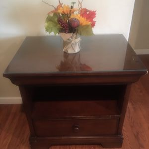 Pottery Barn Accent Table - In great condition!! for Sale in Whittier, CA