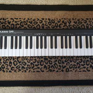 Alesis Q49 Midi Keyboard for Sale in Newport Beach, CA