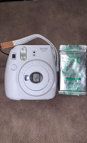 Instax mini 9 Polaroid camera with 1 pack of film for Sale in Rowland Heights, CA