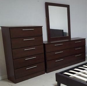Comoda con espejo y gavetero.. Dresser with mirror and chest for Sale in Hialeah, FL