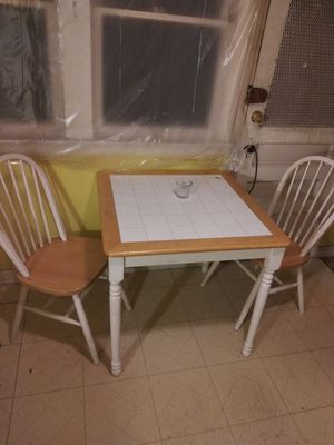 Small kitchen table&chairs for Sale in Detroit, MI