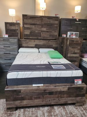 4 PC Queen Bedroom Set (Queen Bed, Dresser, Mirror, Nightstand Included), Multi Color for Sale in Westminster, CA