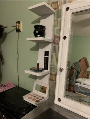 Small wall/makeup vanity shelf for Sale in Refugio, TX