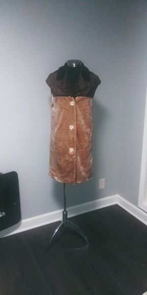 Iman faux fur long vest for Sale in Chicago, IL