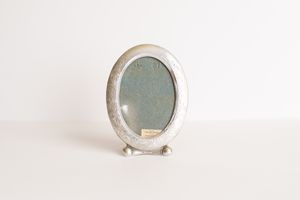 Small Antique English Silver Oval Table/Desk Accent Picture Frame With Floral Carved Designs for Sale in Peoria, AZ