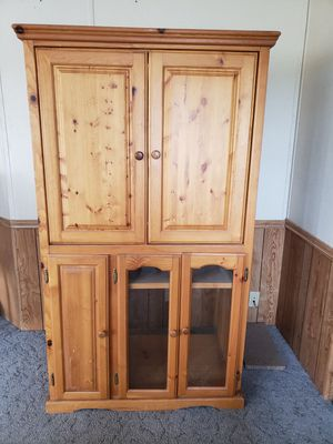 TV/DVR cabinet with rollers, shelves for storage. for Sale in Cowiche, WA