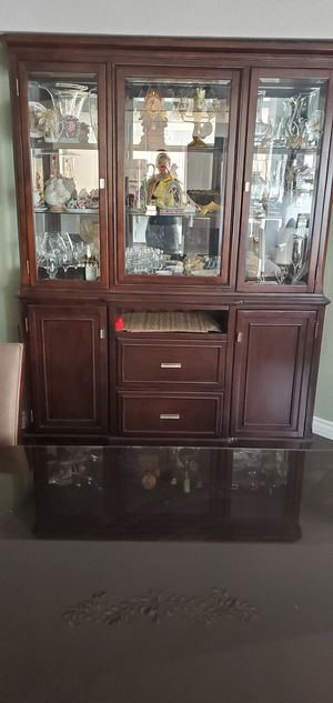 Dining room table and hutch for Sale in Helendale, CA