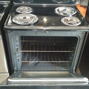 Electric Stove All Working Perfec Two Mounts Warranty$150 for Sale in Fort Lauderdale, FL