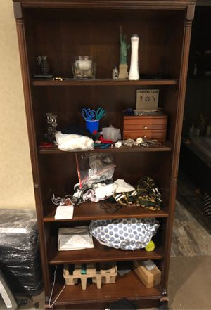 5 Shelve Bookcase for Sale in Houston, TX