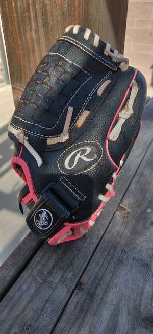 Rawlings girls 10 1/2 inch glove for Sale in Lakewood, CA