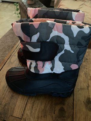 Size 3 like new camo boots for Sale in Goodyear, AZ