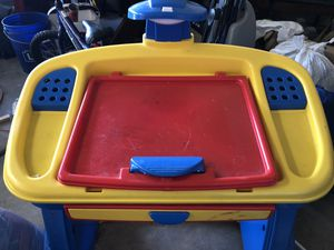 Kids desk and chair. for Sale in Bakersfield, CA