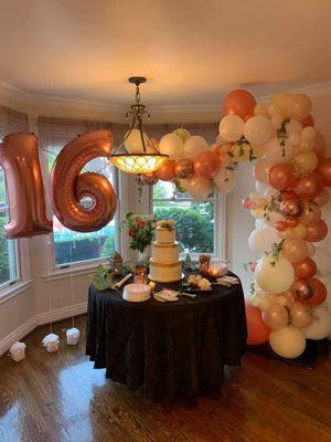 Balloon Organic garlands, Columns, yard art, for Sale in Apple Valley, CA