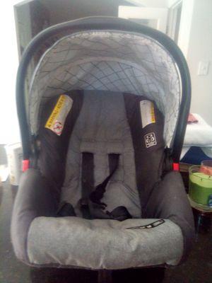 Graco snugride 30 car seat for Sale in Mountain Brook, AL