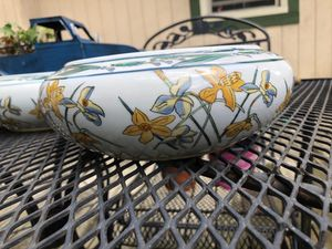 Crocus flower pots with daffodil floral design for Sale in Livonia, MI