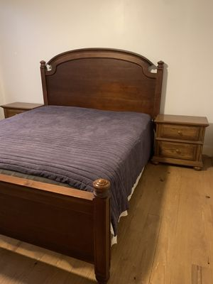 King Bedroom Set ** ready to go ** for Sale in Enumclaw, WA