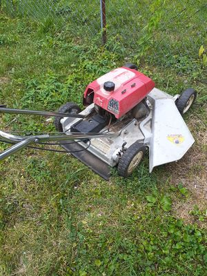 New weed wacker and honda lawn mower in unbelievable condtion for Sale in Whitehall, OH