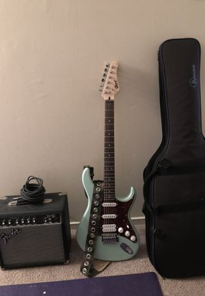 Cort electric guitar with strap, case, cord and fender amp for Sale in Brookeville, MD