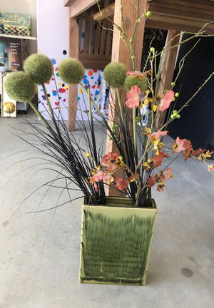 Pier one vase and flowers for Sale in Fresno, CA