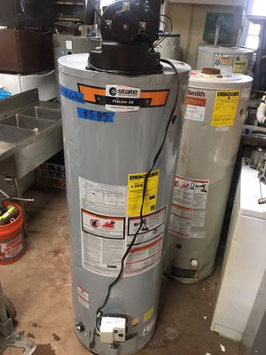 Power vent water heater and electric water heater for Sale in Cleveland, OH