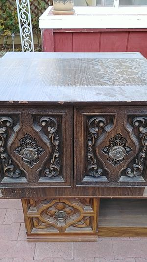 Antique cabinet table for Sale in Las Vegas, NV