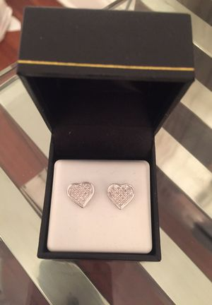 0.15CTW DIAMOND HEART EARRINGS for Sale in New York, NY