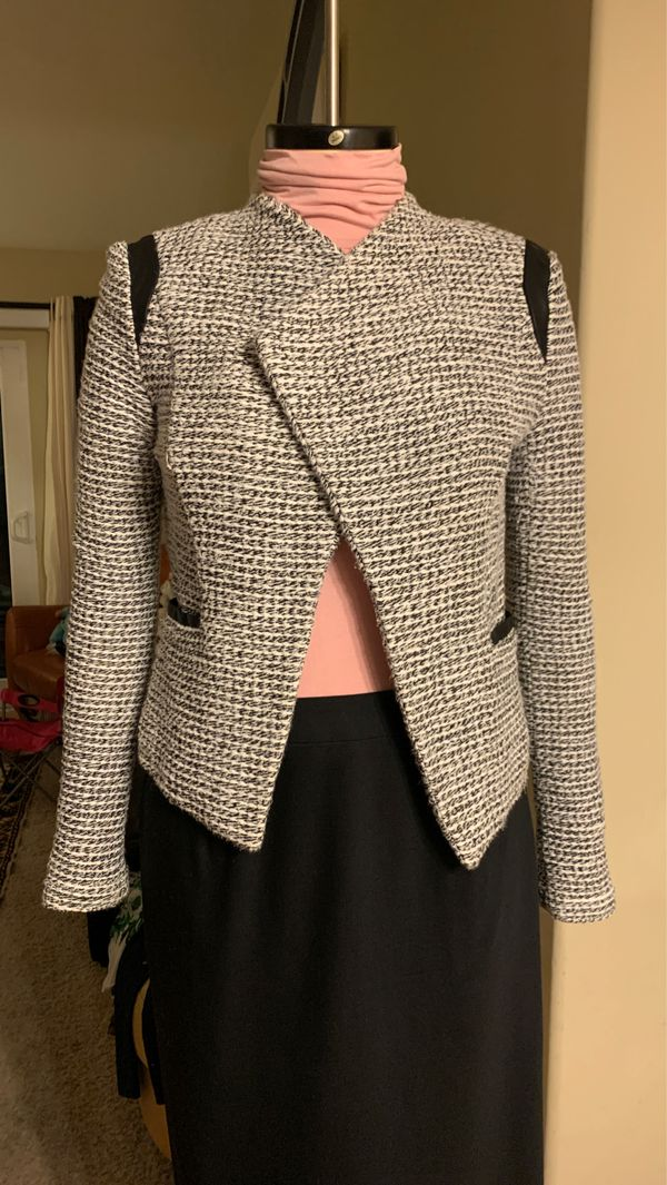Banana Republic black/2white pattern jacket with pockets, size 6