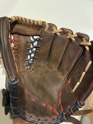 Nokona youth softball glove for Sale in Gilbert, AZ