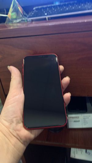 iPhone XR red 64 gb att or cricket . Clean imei att or cricket . Like new no dents no scratches . Just the phone no box no accessories . for Sale in Los Angeles, CA