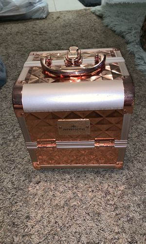 Impressions Vanity 3-Tier Makeup Lock Box for Sale in Riverside, CA