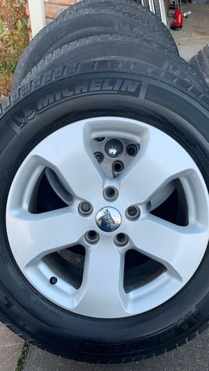 Jeep Grand Cherokee stock wheels and tires for Sale in Spring, TX