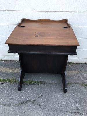 Small wood desk ! for Sale in Springfield, VA