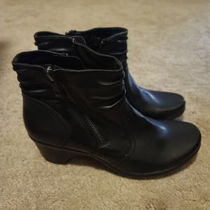 Ladies Black Ankle Boots That Zip. Size 7 for Sale in Lebanon, TN