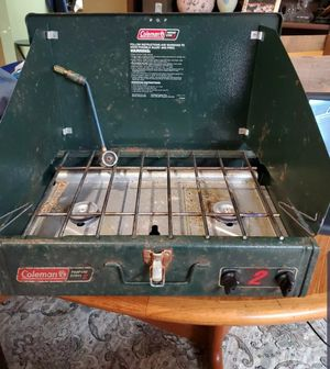 Coleman propane stove ugly but works CHEEP for Sale in East Wenatchee, WA