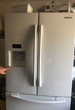 Samsung refrigerator for Sale in Manassas, VA