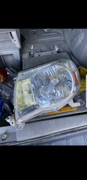 Toyota Tacoma 2005-2011 headlight for Sale in Garden Grove, CA