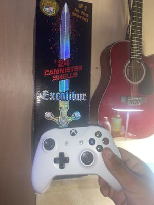 Guitar and controller 🎇 for Sale in Los Angeles, CA