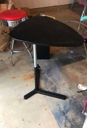 Small desk for Sale in Ashburn, VA