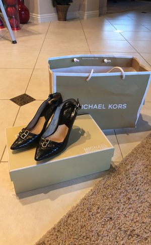Michael Kors black leather pumps size 6 for Sale in Newport Beach, CA