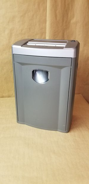 Fellowes Strip Shredder for Sale in Queens, NY