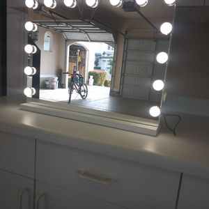 23in Wx 19in H X 4in Thick Large Vanity Mirror with Lights for Sale in Las Vegas, NV
