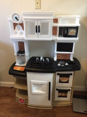 Step 2 kitchen with fridge for Sale in Monterey, CA