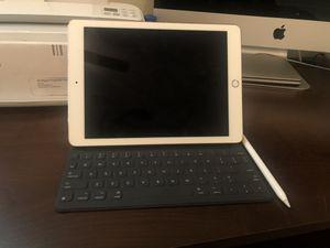 iPad 9.7 32 gb / WiFi /Rose gold. for Sale in Austin, TX