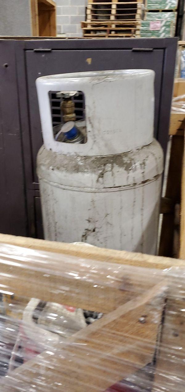 Propane tank for forklift