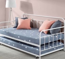 Brand New Zinus Florence Twin Daybed and Trundle for Sale in Pickerington,  OH