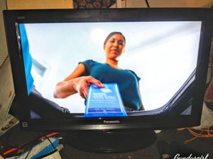 Panasonic flat screen t. v for Sale in Columbus, OH