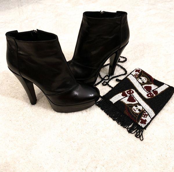Louis Vuitton Black Leather Ankle Boots sz 38